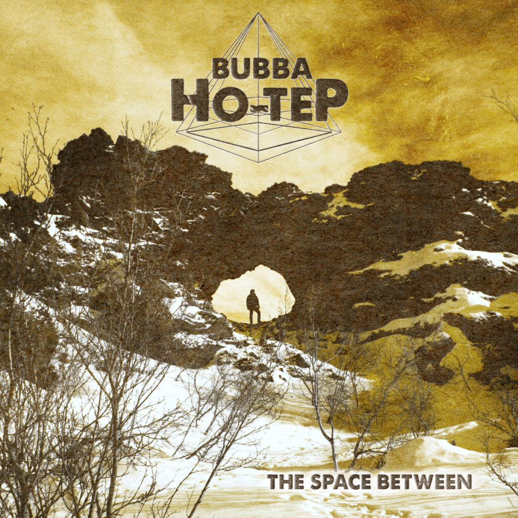 """BUBBA HO-TEP: """"The Space Between"""" – Raumfüllend"""